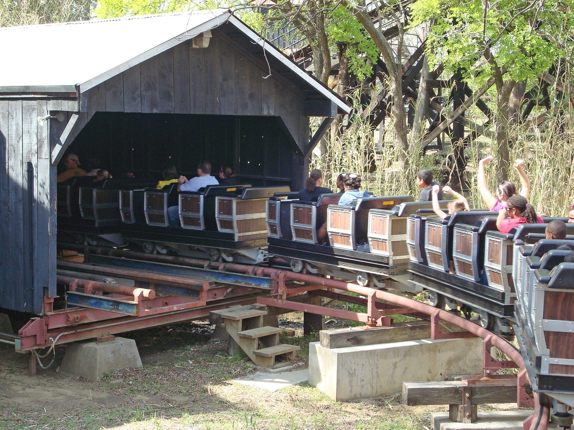 Runaway Mine Train | Six Flags Over Texas