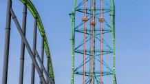 Zumanjaro: Drop of Doom orange drop in the center of large green roller coaster