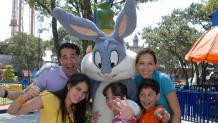 Familia con Bugs Bunny
