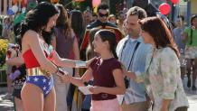 WONDER WOMAN meeting young girl