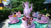 Children riding Krazy Kupz at Six Flags New England