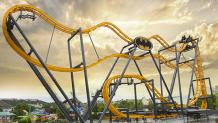 BATMAN: The Ride 4D Free Fly Coaster that spins you forward and backwards randomly while traveling a coaster track