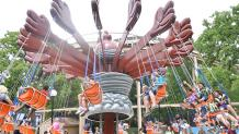 Taz's Tornado swings with guests