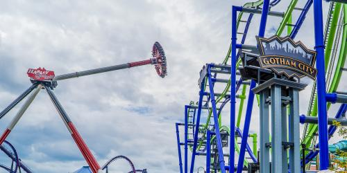 HARLEY QUINN™ Spinsanity at Six Flags New England