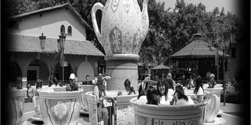 Black and white fiesta de las tazas
