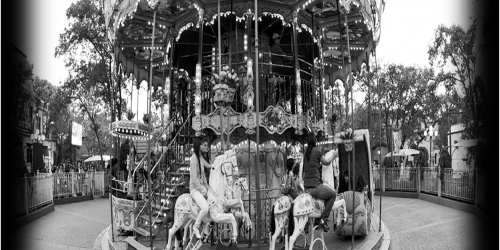 Black and white le grande caroussel