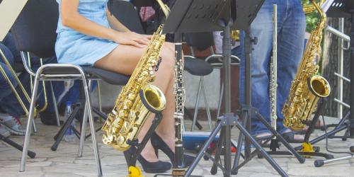 girl with saxophone