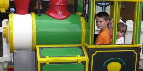 Foghorn Leghorn's Tinseltown Train