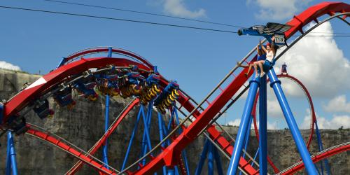 Screamin' Eagle Zipline flying over Superman Krypton Coaster