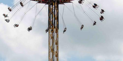 SkyScreamer swinging high up in the air with guests