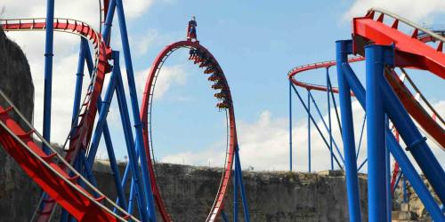 SUPERMAN: Krypton Coaster Loop with guests riding