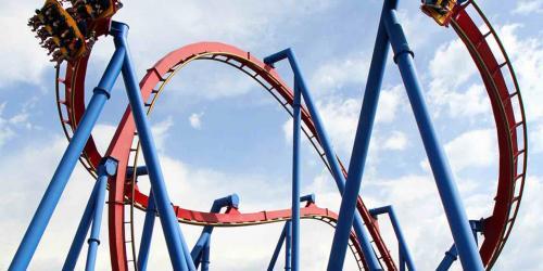 SUPERMAN: Ultimate Flight train soaring through turn