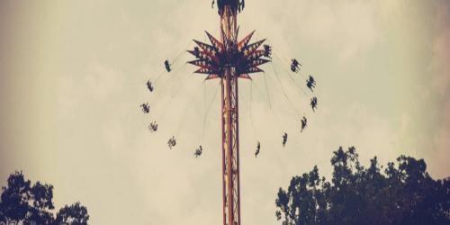 Guests aloft SkyScreamer swing ride