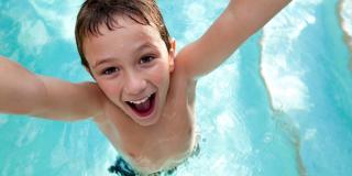 kid enjoying water park
