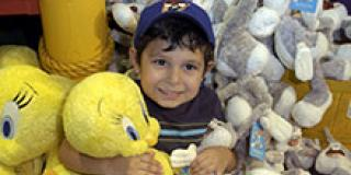 child with looney tunes stuffed animals