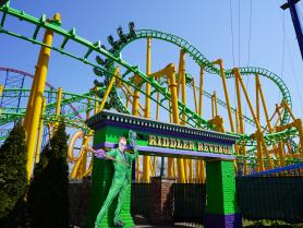 THE RIDDLER Revenge at Six Flags New England