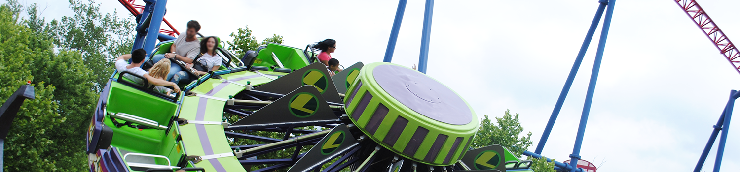 Guests spinning on Kryptonite Kollider at Six Flags New England