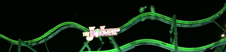 The JOKER free fly coaster illuminated at night
