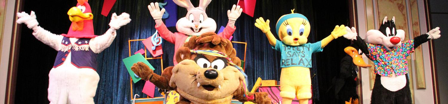 The Looney Tunes take a bow at the end of a show