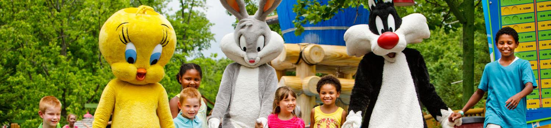 Pequenos convidados com <em> Looney Tunes </ em> personagens