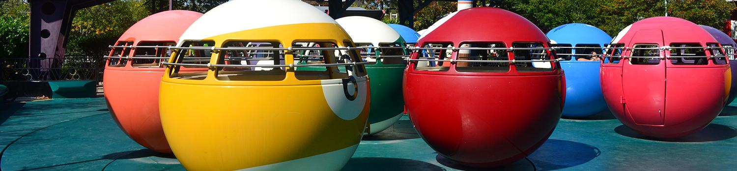 Billiard ball ride vehicles spinning