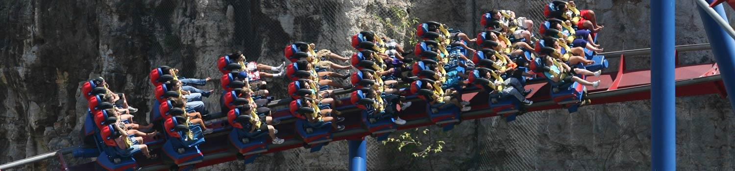 SUPERMAN: Krypton Coaster with guests riding